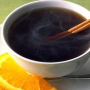 Le thé prévient les maladies cardiovasculaires de plusieurs façons