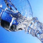 34419 42521 image 20% des eaux en bouteille contiennent des traces de pesticides, médicaments et polluants