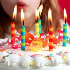Souffler Les Bougies D Un Gâteau D Anniversaire Est Ce